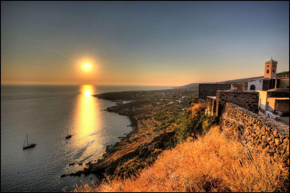 Laboratorio di scrittura di viaggio a Pantelleria 20-27 Giugno 2020 -  Scuola del Viaggio - Riflessioni sull'arte di viaggiare e Laboratorio di  scrittura e fotografia